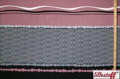 ####Lustiger Mustermix!####  Dieser schöne, zu 95 % aus Bio-Baumwolle bestehende, Jersey ist perfekt für den Sommer! Das Rapportmustern setzt sich durch rosafarbene, graue und weiße Kügelchen, Streifen und unifarbene Flächen zusammen und wiederholt sich alle 94 cm. Ein Rapport ist ca. 0,94 m lang und wird nach Rapporten zugeschnitten. Der Stoff ist weich und eignet sich perfekt für schöne, leichte Kleider und T-Shirts geeignet.   * 95 % Bio-Baumwolle, 5 % Elasthan * nach Rapporten…