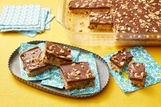 No-Bake Peanut Butter Barsthepioneerwoman Cookie Desserts, Easy Desserts, Cookie Recipes, Delicious Desserts, Dessert Recipes, Bar Recipes, No Bake Treats, Yummy Treats, Frases