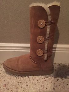 Womens UGG Australia Bailey Button Triplet Size 8