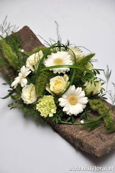 #Schorsboog in #stijl… | Floral Blog | Bloemen, Workshops en Arrangementen | www.bissfloral.nl Art Floral, Deco Floral, Floral Design, Beautiful Flower Arrangements, Floral Arrangements, Beautiful Flowers, Ikebana, Fleurs Toussaint, Fresh Flowers