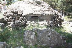 Publicamos uno de los mejores nidos de ametralladora blindados de la Posición La Sevillana. #historia #turismo #guerracivil http://www.rutasconhistoria.es/loc/nido-de-ametralladora-blindado-la-sevillana