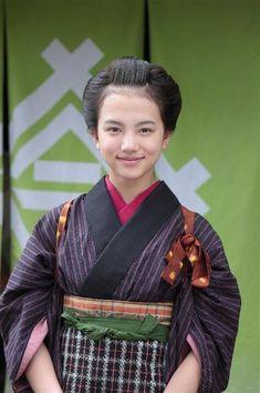 NHK連続テレビ小説「あさが来た」で女優の道へ-。ヒロイン・あさ(波瑠)の嫁ぎ先「加野屋」の女中、ふゆ役で芝居の世界に飛び込んだ清原果耶さん(13)。長い黒髪が…