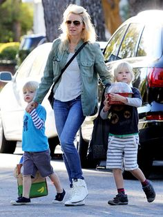 Mommy Naomi Watts runs errands with her adorable sons, sporting a casual, yet trendy, outfit topped off with classic aviators!