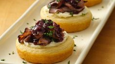 Razzle-Dazzle Raspberry Preserve Beef Bites ~ This easy appetizer will dazzle guests with a flavorful beefy filling nestled in flaky Pillsbury® crescent rounds. Best Appetizers, Appetizer Recipes, Elegant Appetizers, Appetizer Ideas, Savoury Recipes, Pastry Recipes, Bruschetta, Tapas, Razzle Dazzle