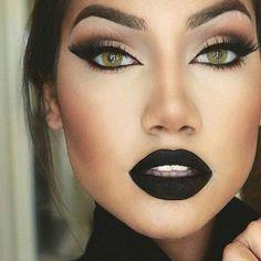 Smokey cat eye, Vampy lips
