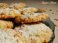 biscotti con riso soffiato25 g di burro a temperatura ambiente 100 g di zucchero 1 uovo 125 di farina 00 2 cucchiai di farina di cocco riso soffiato qb zucchero a velo per spolverizzare