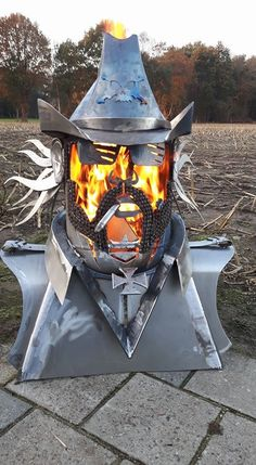 Behold a custom built Lemmy Kilmister fire pit that that spews flames from its f. - Behold a custom built Lemmy Kilmister fire pit that that spews flames from its face - Metal Fire Pit, Cool Fire Pits, Diy Fire Pit, Garden Fire Pit, Fire Pit Backyard, Custom Fire Pit, Fire Pit Materials, Fire Pit Designs, Steel Art