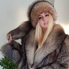 Fur Fashion, Winter Fashion, Womens Fashion, White Face Mask, Fox Fur, Winter Wear, Mantel, Parka, Beautiful Women