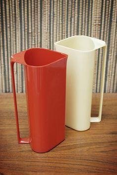 "Plastic Pitcher, ""Sinjet"", designed by Sigvard Bernadotte Swedish Royals, Swedish Design, Retro Design, School Projects, Kitchenware, Mid-century Modern, Cups, Designers, Knowledge"