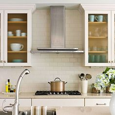 A subway tile backsplash brings back the traditional style, and quartz-surfacing countertops bridge the gap between the traditional and contemporary looks. Kitchen Hoods, Cozy Kitchen, Kitchen Pantry, Kitchen And Bath, Kitchen Dining, Kitchen Decor, Kitchen Cabinets, Open Cabinets, Kitchen Small