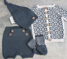 Bilderesultat for noe fint strikk til gutt? Baby Boy Knitting Patterns, Baby Clothes Patterns, Baby Hats Knitting, Knitting For Kids, Knit Patterns, Baby Outfits, Kids Outfits, Little Boy Fashion, Kids Fashion