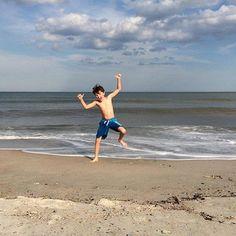 Yah it's Friday! Tag us in your weekend adventures (we'll repost the best pics next week)! #thriveinthesun . . . . . . #nontoxic #reefsafe #outside #organic #sunshine #familytime #florida #springbreak #ocean #floridasurfer #watersports #coastal #boyslife #surfer #saltwater #surf #californiasurfer #nature #adventure #gowaxhead #waves #islandlife #friday #beachday #beach #socal #groms #gromlife #california - http://ift.tt/1HQJd81