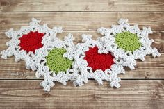 Crochet christmas coasters pattern 53 ideas for 2019 Crochet Coaster Pattern, Crochet Motif, Crochet Doilies, Crochet Designs, Crochet Flowers, Free Crochet, Crochet Winter, Holiday Crochet, Crochet Home
