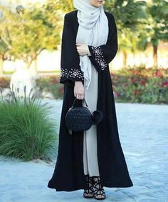 Discovered by La_Petite_Turkish. Find images and videos about hijab, muslim and style on We Heart It - the app to get lost in what you love. Arab Fashion, Muslim Fashion, Fashion Wear, Modest Fashion, Womens Fashion, Abaya Dubai, Hijab Outfit, Hijab Dress, Hijab Style