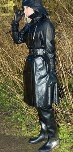 Weather Wear, Wet Weather, Rubber Raincoats, Wellies Boots, Rain Gear, Black Rubber, Preppy Style, What To Wear, Leather Jacket
