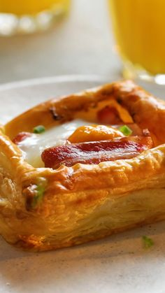 Individual Bacon and Egg Tarts - Air Fryer Recipes Puff Pastry Recipes, Tart Recipes, Egg Recipes, Brunch Recipes, Cooking Recipes, Healthy Recipes, Brunch Ideas, Sausage Recipes, Breakfast Dishes