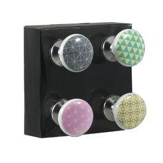Poignées de Meuble Design - Set de 4 WADIGA : prix, avis & notation, livraison.  Set de 4 boutons de porte très déco en porcelaine de différentes couleurs. Ces poignées de porte apportent une touche très déco à vos meubles. Ravivez vos vieux meubles grâce à ces boutons de porte très design! Originaux et colorés, ces boutons de porte apportent une touche déco originale et tendance à votre intérieur. Dimensions: Long. 11cmCouleur: MulticoloreMatière: Porcelaine