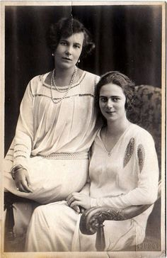 Princess Ileana of Romania with her cousin, Kira. Princess Alexandra, Princess Beatrice, Princess Victoria, Queen Victoria, Old Pictures, Old Photos, Romanian Royal Family, Royal Beauty, Historical Women