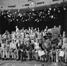 Things of the past ( ) - Dingen van vroeger ( ) ( Stuif es in ) Those Were The Days, The Old Days, Sweet Memories, Childhood Memories, Series Movies, Tv Series, Childhood Tv Shows, Time Pictures, Good Old Times