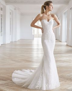 best=ELIEL Bridal 2019 AIRE BARCELONA Collection , There are delicate lace prom dresses with sleeves, dazzling sequin ball gowns, and opulently beaded mermaid dresses. Mini Prom Dresses, Prom Dresses With Sleeves, Rock Chic, Aire Barcelona Wedding Dresses, Fit N Flare, Belle Angel, Bridal Gallery, Mermaid Dresses, Beaded Lace