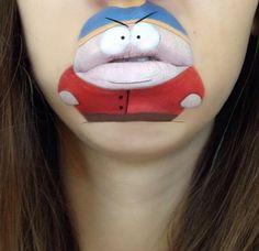 Maquiadora se diverte desenhando figuras divertidas em seus lábios
