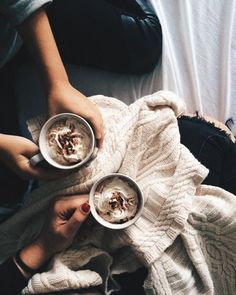 image of hot chocolate, cozy sweater and hygge So Girly Blog, Café Chocolate, Chocolate Desserts, But First Coffee, Coffee Break, Morning Coffee, Morning Mood, Morning Light, Early Morning