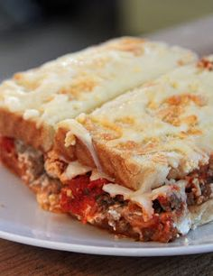 This Ground Beef Sandwich Casserole is two easy recipes with ground beef in one dish. This ground beef casserole is encased in slices of bread to give it a sandwich feel and then smothered with sauce and cheese. Roast Beef Sandwich, Soup And Sandwich, Sandwich Recipes, Baked Sandwiches, Meat Sandwich, Beef Dishes, Food Dishes, Main Dishes, Sandwich Croque Monsieur