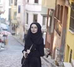 Hijab Niqab, Hijab Chic, Hijabi Girl, Girl Hijab, Muslim Girls, Muslim Women, Hijab Style Tutorial, Hijab Style Dress, Hijab Collection