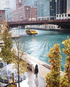 Chicago Riverwalk add some nature in downtown chicago. I heard the water in the river is used in the new apple store in michigan avenue. #TravelDestinationsUsaMichigan