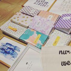 Bei uns ist heut schon Weihnachten - die fleißigen @theprintgirls haben ihre Postkarten bei der Anlieferung als lauter kleine Geschenke verpackt! #handgemacht #kekshandgemacht #postkarten #printgirls #diy #kekshandgemachtes #conceptstore #conceptstoreaugsburg #papier #papierliebe #paperlove #papercraft #mitliebegemacht #geschenk #geschenkeaugsburg