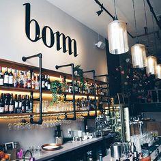 We waren aangenaam verrast door de gin-tonic die we hier dronken en ook de food platter van Bomm is zeer de moeite waard! • We were pleasantly surprised by the gin and tonic we drank here and the food platter at Bomm is also worth a try! • Link in bio. #HTSPT #Rotterdam #hotspotrotterdam #bommrotterdam #rotterdamguide