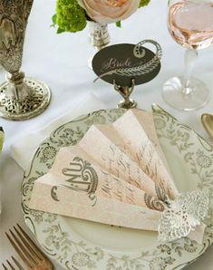 Каллиграфия на свадьбе, рассадочные карточки в виде веера