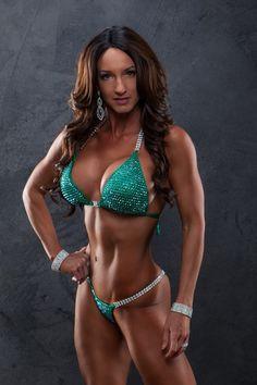IFBB Pro Dana Tracy Emerald Green Suit with AB stones by @Platinumbonnie Bikini Fitness, Bikini Workout, Green Suit, American Girls, Girls 4, Bikini Models, Personal Trainer, Emerald Green, String Bikinis