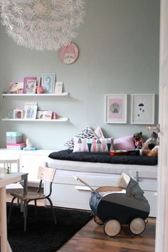 mint green walls and black details for a girls bedroom Kids Interiors https://www.facebook.com/kidsinteriorsandrooms?ref=hl