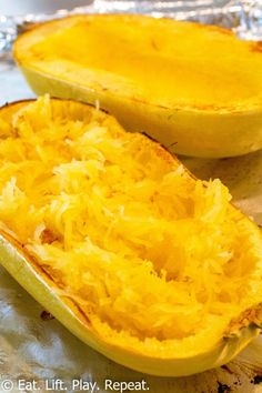 Squash Eat Lift Play Repeat Spaghetti squash is super easy to make and is a great low calorie option compared to pasta Click through for a tutorial for how to make this. Healthy Recipes, Veggie Recipes, Vegetarian Recipes, Cooking Recipes, Baked Squash Recipes, Fast Recipes, Mexican Recipes, Healthy Drinks, Lunch Recipes