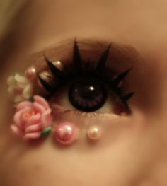 An up close look at circle lenses. See the blank ring around the eye...