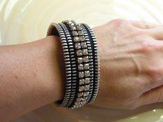 Rhinestone Recycled Vintage Zipper Cuff Bracelet di Rezipit