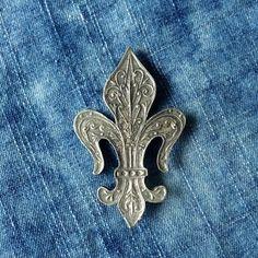 Brutalist Design, Vintage Pottery, Contemporary Jewellery, Vintage Buttons, Pewter, Vintage Jewelry, Brooch, Fleur De Lis, Flowers