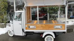 Classic pick-up with Calessino front end, gull wing doors and storage. Mobile Bar, Mobile Shop, Car Camper, Campers, Prosecco Van, Mobile Coffee Shop, Piaggio Ape, Food Vans, Food Picks