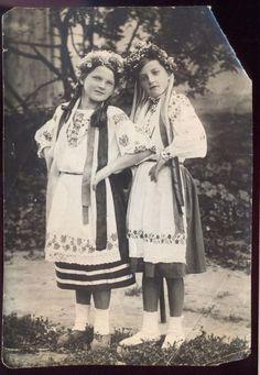 Фото Девочки в национальных костюмах, 1939г (5991100830) - Aukro.ua – больше чем аукцион Just Beauty, Old Photos, Ukraine, Russia, Folk, Culture, Costumes, History, Couple Photos