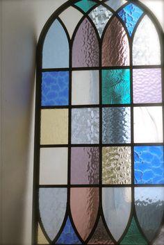 ご新居の玄関ホール用にオーダーいただきましたステンドグラス。施工後の画像を送ってくださいました。 画像1 画像2 #90