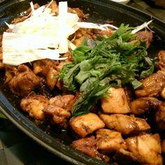2015-02-01 Korean spicy chicken w onion slices, sisaw slices, 京䓤slices (chic cubes, chic soft bones, garlic, wine, Korean miso sauce / Korean pork BBQ sauce ==> set 1.5 hr==> onion, 京蔥、麻油煎==> a few chic broth ==> set ==> Korean spicy sauce , wine ==> fry)