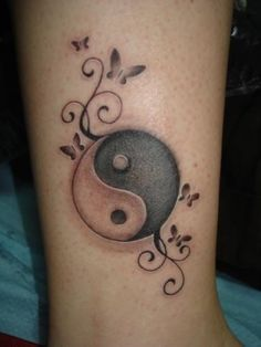 What does yin yang tattoo mean? We have yin yang tattoo ideas, designs, symbolism and we explain the meaning behind the tattoo. Couple Tattoos, Love Tattoos, Tattoo You, Beautiful Tattoos, Body Art Tattoos, Small Tattoos, Tattoos For Women, Tatoos, Yin Yang Tattoos