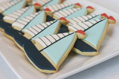 bee in our bonnet: Sailboat Cookies Summer Cookies, Fancy Cookies, Iced Cookies, Cute Cookies, Royal Icing Cookies, Sailboat Cookies, Nautical Cake, Nautical Party, Decorated Cookies