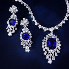 Suite perfection  #bluesapphire #pendant #necklace #earrings #ceylon #highjewelry #bridalstyle #perfectgift #diamondsareforever #design #style #extravagantza #sparkle