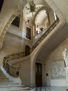 This stair leads up to the appartments of Napoleon III from Richelieu Wing of the Louvre. Architecture Design, Beautiful Architecture, Dream Home Design, My Dream Home, Casa Jenner, Ideas Terraza, House Goals, Future House, Interior And Exterior