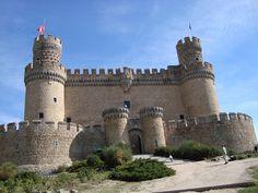 Kasteel Manzanares el Real is het best bewaarde kasteel in de regio Madrid. In de weekenden worden er middeleeuwse voorstellingen gehouden, die zeker aan te raden zijn voor families met kinderen! #spanje#middeleeuwse plaatsen#vakantie met kinderen