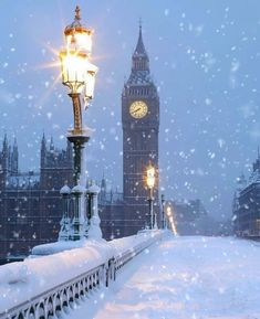 Christmas in London🎄🇬🇧💕 Merry Christmas Gif, Christmas Scenery, London Christmas, Winter Christmas, Christmas Eve Quotes, Merry Christmas Wallpaper, Minimal Christmas, Natural Christmas, Christmas Cookies