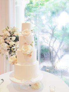 Classic and Elegant Wedding Cakes - MODwedding   Four Tier Round White Wedding Cake Featuring Fresh Florals, White Garden Roses~~~~