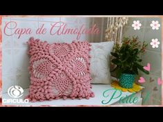 🌹 Cushion Cover in Crochet By Vanessa Marcondes. Crochet Bedspread Pattern, Crochet Pillow, Crochet Motif, Crochet Stitches, Poncho Au Crochet, Knitted Cushions, Vintage Pillows, Crochet Videos, Hand Embroidery